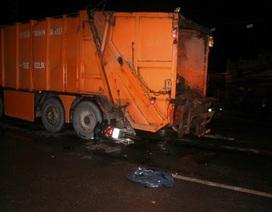 Chết thảm vì tông vào đuôi xe chở rác