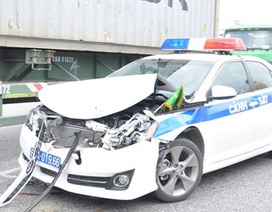 Xe cảnh sát giao thông dẫn đoàn gặp nạn