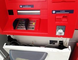 Lợi dụng bão, cạy phá cây ATM lấy tiền