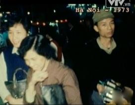 Bắt gặp hình ảnh cố NSƯT Văn Hiệp ở chợ Đồng Xuân dịp Tết 1973