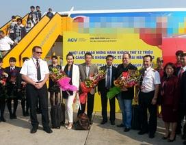 Cảng hàng không Nội Bài đón hành khách thứ 12 triệu trong năm 2013
