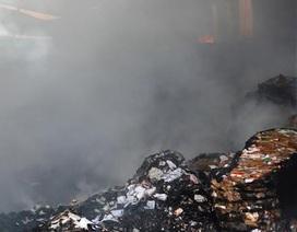 Lửa thiêu rụi hơn 1.000 tấn giấy sau tiếng nổ lớn