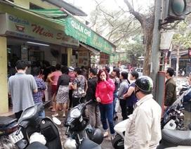 Người Hà Nội rồng rắn xếp hàng mua bánh trôi