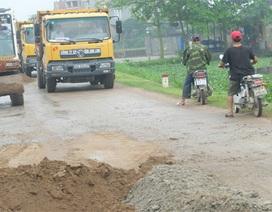 Đường bị phá nát vì dòng xe quá tải né trạm cân