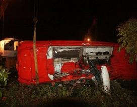 Lật xe trên đường cao tốc Đà Lạt, 13 người nhập viện