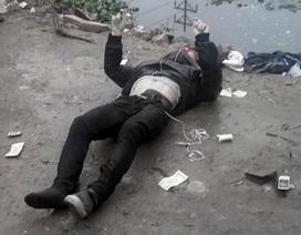 Nhặt mũ bảo hiểm, phát hiện xác chết trong tư thế lái xe máy