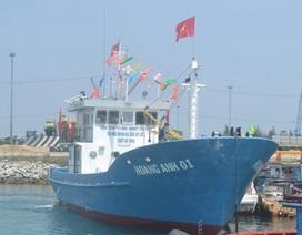 Ngư dân xúc động tiếp nhận tàu cá vỏ thép đầu tiên