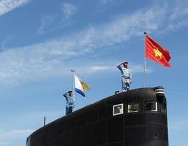 Tổng duyệt Lễ thượng cờ Tổ quốc trên 2 tàu ngầm Kilo 636