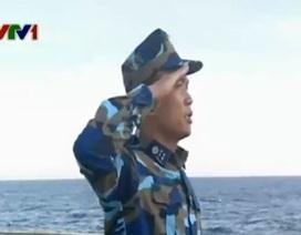 Lễ chào cờ ở vùng biển Hoàng Sa của Việt Nam