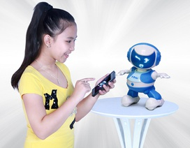Dùng smartphone dạy nhảy cho Robot TOSY