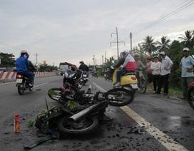 2 xe máy đâm nhau bốc cháy, 3 người bị thương