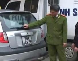 Nữ tài xế taxi hất Thanh tra giao thông lên nắp capô