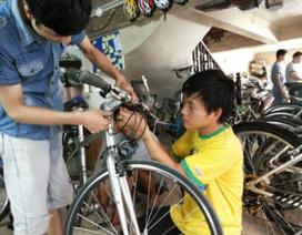 """Doanh nhân """"chê"""" xế hộp bạc tỷ, hồ hởi đi làm bằng xe đạp"""