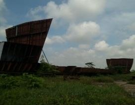 """Vật vờ """"tàu ma"""" bên bờ sông Ninh Cơ"""
