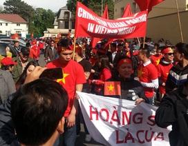 Việt kiều tập trung phản đối Trung Quốc hạ giàn khoan phi pháp