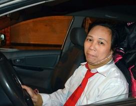 """Chuyện cơ cực và """"khó nói"""" của đời nữ lái taxi"""