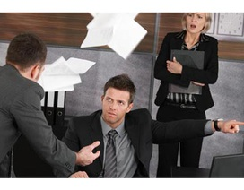 Đuổi ngay lập tức hay họp rồi mới đuổi thì có khác gì nhau?