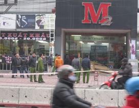 Công an làm việc tại cửa hàng thời trang xuất khẩu M2 Phạm Ngọc Thạch