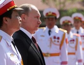 Tổng thống Putin đặt vòng hoa tại Đài tưởng niệm các Anh hùng liệt sĩ