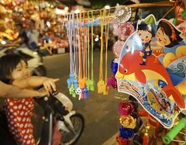 Chợ Trung thu rực rỡ đồ chơi mang chủ đề yêu nước