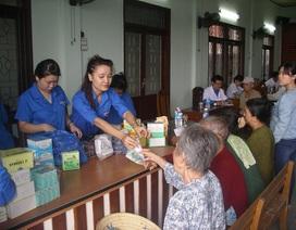 200 người già xã bán đảo được khám, phát thuốc miễn phí