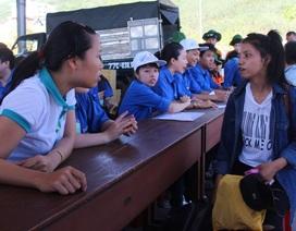 Hàng ngàn tình nguyện viên bừng khí thế ra quân tiếp sức mùa thi
