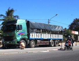 Xe tải cán ngang, 2 người chết thảm