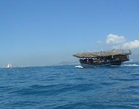 Hỗ trợ 11 ngư dân bám thuyền thúng chờ được cứu ở Trường Sa