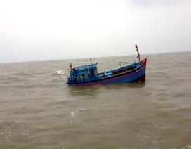 Khẩn cấp đưa tàu cứu hộ cứu tàu cá bị gãy trục láp
