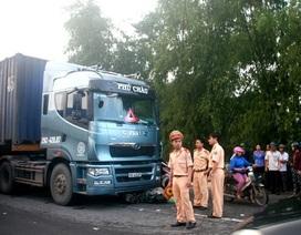 2 vợ chồng tử nạn dưới bánh xe container