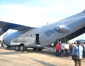 """Cận cảnh """"siêu vận tải"""" C-130H của không quân Mỹ tại sân bay Đà Nẵng"""