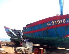 Cháy tàu cá, ngư dân mất trắng 3 tỉ đồng sau 1 đêm