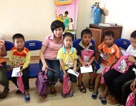 Người đẹp Quỳnh Trang say mê làm từ thiện