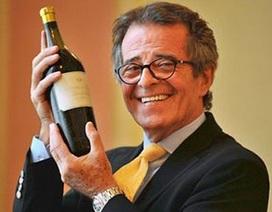 """""""Mục sở thị"""" chai vang 200 tuổi có giá gần 2,5 tỉ đồng"""