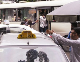 Buông lỏng quản lý taxi, hai bên cùng lợi?