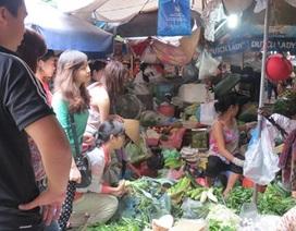 """Hà Nội: Rau xanh """"hút hàng"""" vì bão Haiyan"""