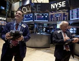 Vàng giảm mạnh, chứng khoán tăng kỷ lục sau quyết định của Fed
