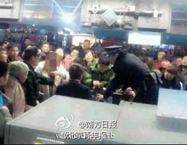 Hành khách đập phá vì chậm giờ bay