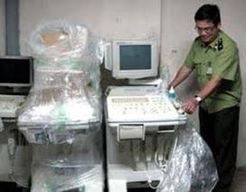 Một công ty bị khởi tố vì buôn lậu thiết bị y tế cũ nát