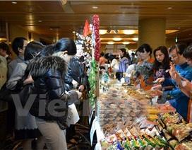 Gian hàng Việt Nam hút khách tại Hội chợ từ thiện ở Nhật Bản