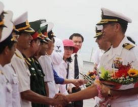 Đại tá gốc Việt dẫn đầu hai chiến hạm Mỹ thăm Đà Nẵng