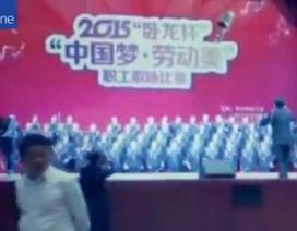 Sập sân khấu cao 5m, gần trăm ca sĩ rơi thẳng xuống đất