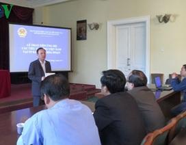 ĐSQ Nga trao tiền hỗ trợ Việt kiều thiệt hại do cháy chợ ở Kazan