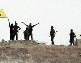 """Người Kurd """"chặt đứt"""" tuyến tiếp vận cho thủ đô IS"""
