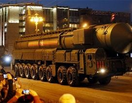 (Ảnh) Màn diễu binh hoành tráng trong đêm của Nga trước ngày 9/5