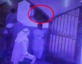Dũng cảm đẩy tên đánh bom tự sát khỏi thánh đường