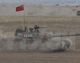 Quân đội Trung Quốc tổ chức diễn tập pháo binh ở Lan Châu
