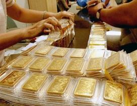 """Vàng SJC vẫn cao """"ngất ngưởng"""" so với giá thế giới"""