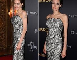 Angelina Jolie khoe vai trần ở Úc