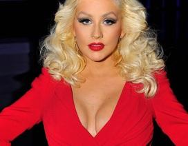 Christina Aguilera quyến rũ với đầm đỏ trễ nải